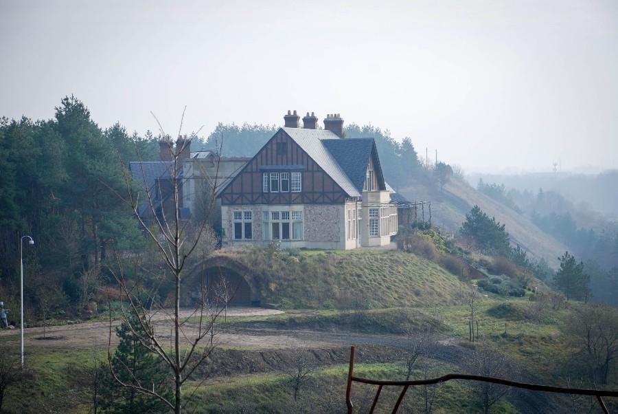 Lakóudvar Vác, Székhegy